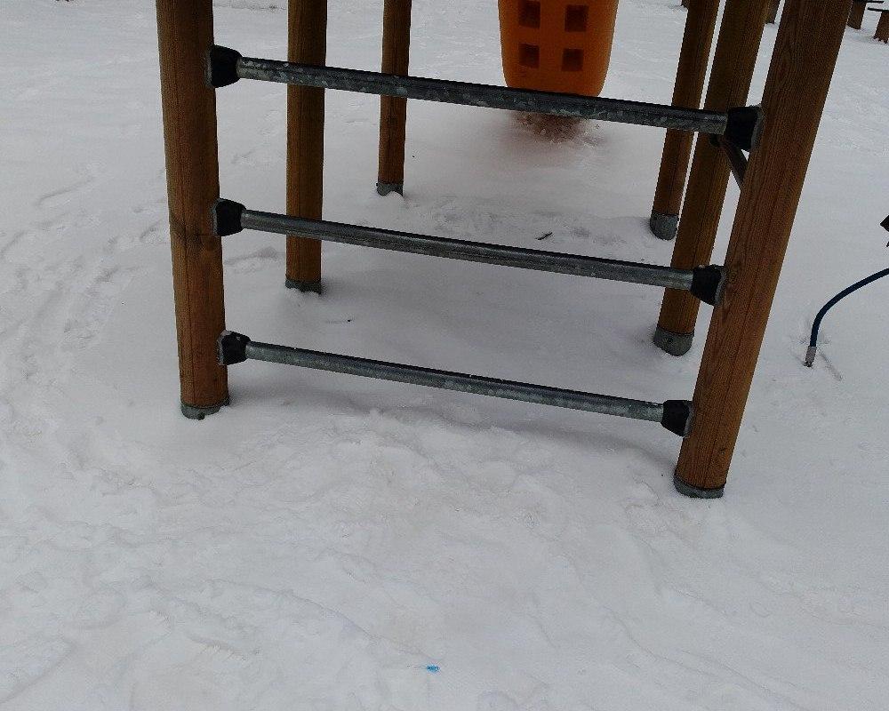 Под Смоленском на детской площадке нашли использованные шприцы
