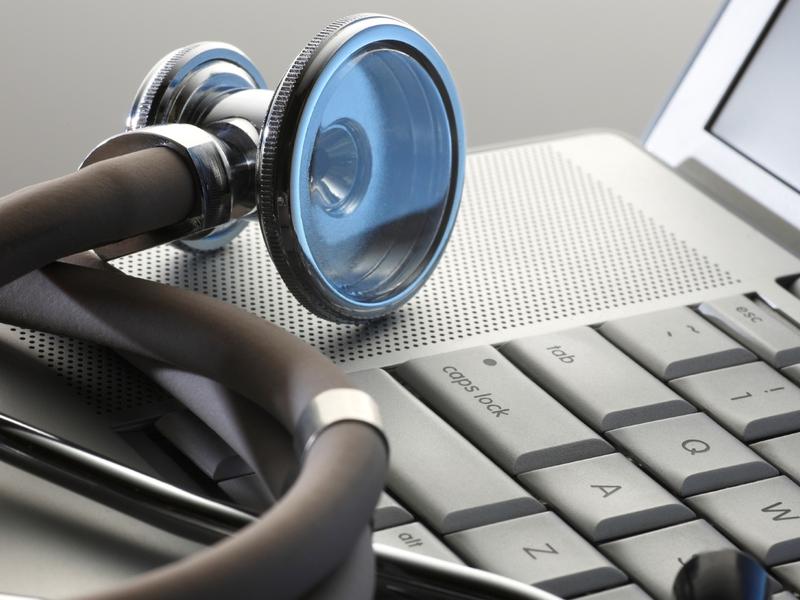 В каких поликлиниках Смоленской области выдают больше всего электронных больничных