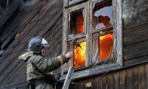 В Смоленской области в деревянном доме нашли тело мужчины