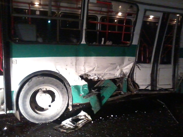 В Смоленской области на трассе М1 произошло ДТП с участием автобуса: пострадали два человека