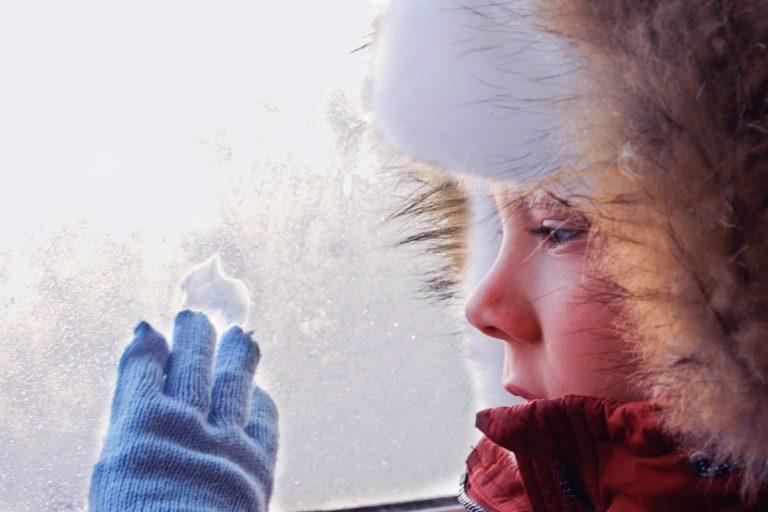 Глава Смоленска рекомендует отменить занятия в школах из-за мороза