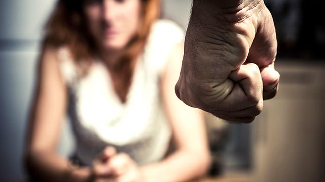 Смолянин избил жену и два часа возил умирающую женщину в прицепе трактора