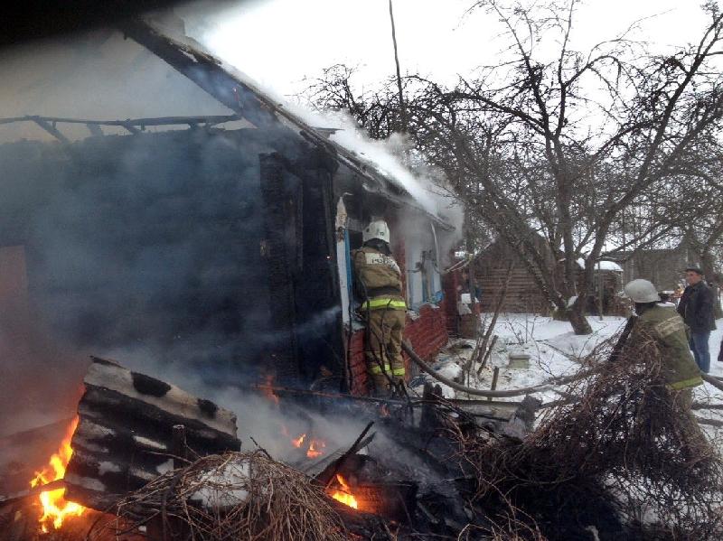 В Смоленской области из горящего дома спасли 92-летнего мужчину