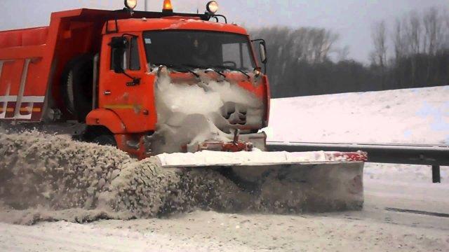 В Смоленской области во время уборки снега водитель «Камаза» сбил женщину