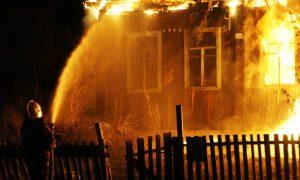 В Смоленской области в сгоревшем доме обнаружили тела мужчины и женщины