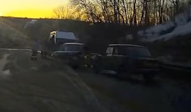 В сети появилось видео с места ДТП в Смоленской области, в котором пострадали два человека