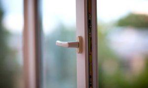 В Смоленске из окна выпала 8-летняя девочка