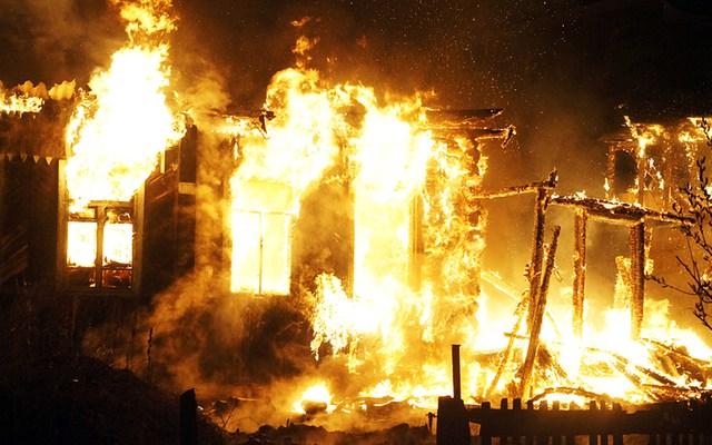 В Смоленской области в сгоревшем доме обнаружили труп мужчины