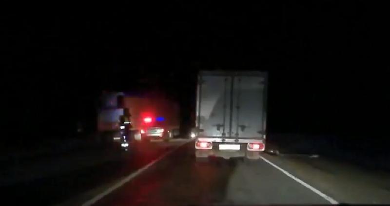 В сети появилось видео с места ДТП в Смоленской области, в котором погиб человек