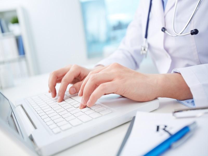 В каких поликлиниках в Смоленской области выдают больше всего электронных больничных