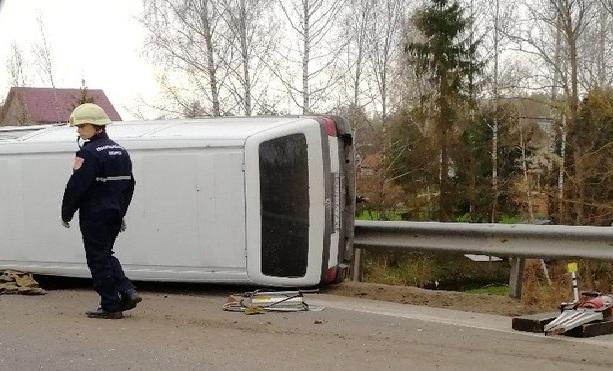 В Смоленске водитель микроавтобуса погиб после столкновения с грузовиком