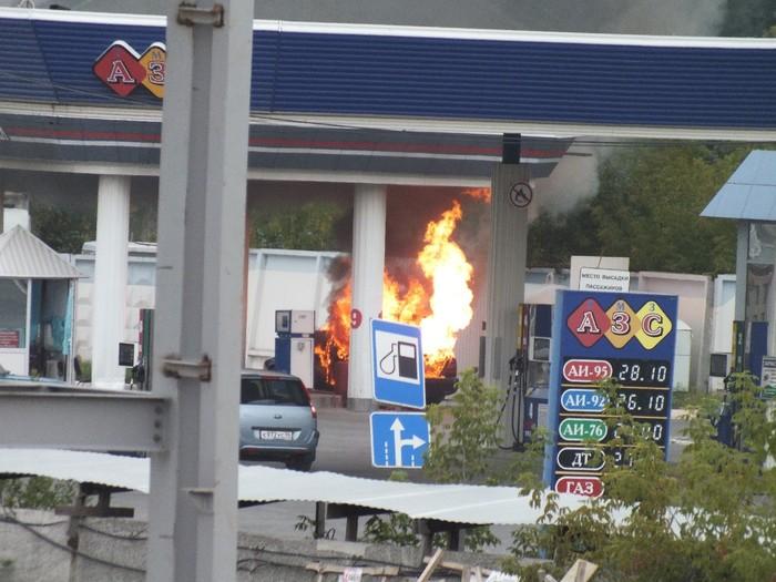 Погиб работник комбината. Подробности пожара в резервуаре с бензином в Вяземском районе