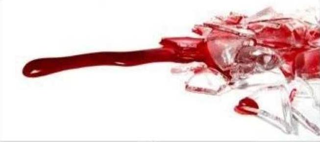 «Только бы догнать»… В Смоленске женщина спасла парня, резавшего вены битой бутылкой
