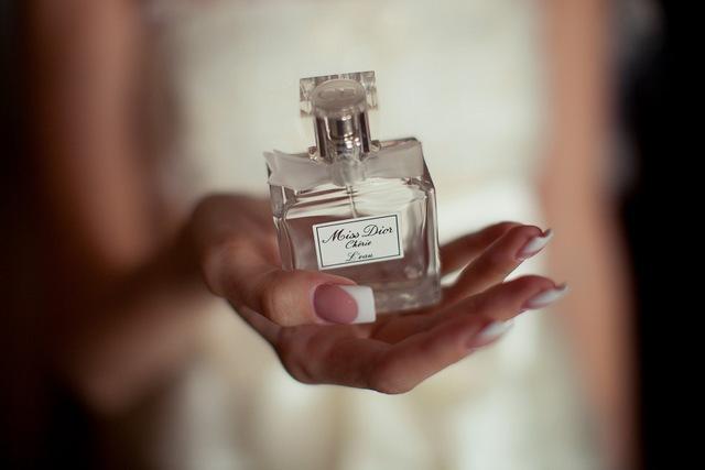 Почему парфюмерия будет хорошим подарком для женщины?