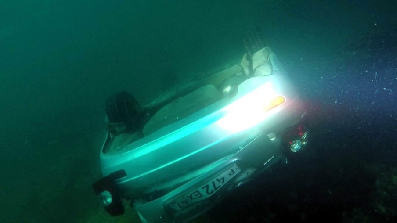 «Машина со смоленскими номерами». В Севастополе «Лада» упала с обрыва в море, водитель погиб