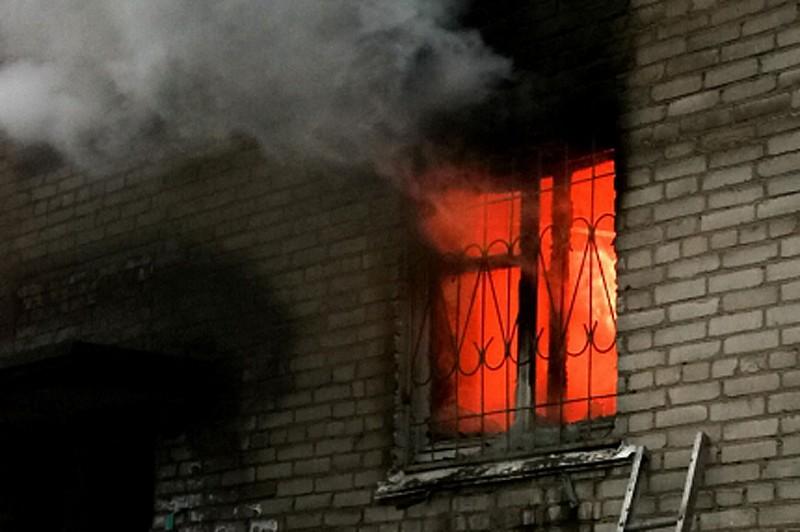 «Решили смыть остатки краски ацетоном». При пожаре в райцентре Смоленской области едва не погибли двое мужчин