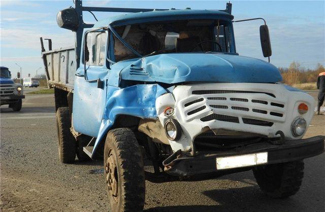 В Смоленской области «Зил» столкнулся с фурой: есть пострадавший
