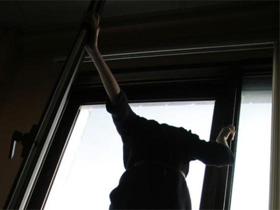 «Страдал психическим расстройством». В Смоленске парень погиб, упав с пятого этажа