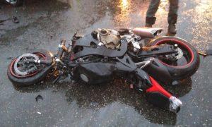 В Смоленской области мотоциклист сбил вышедшую на проезжую часть женщину