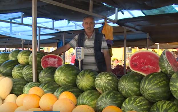 Стоит ли опасаться июльских арбузов, которые продают в Смоленске