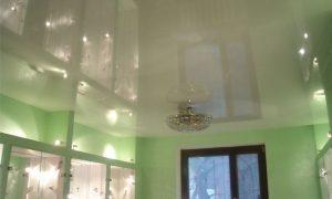 Какими преимуществами и особенностями обладают натяжные потолки?
