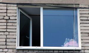 В Смоленской области из окна выпал маленький ребенок