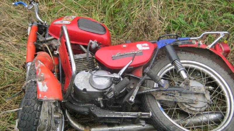 «Мотоциклист не справился с управлением и упал». Пожилой смолянин пострадал в ДТП