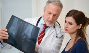 Как защитить кости и предотвратить остеопороз: 7 советов