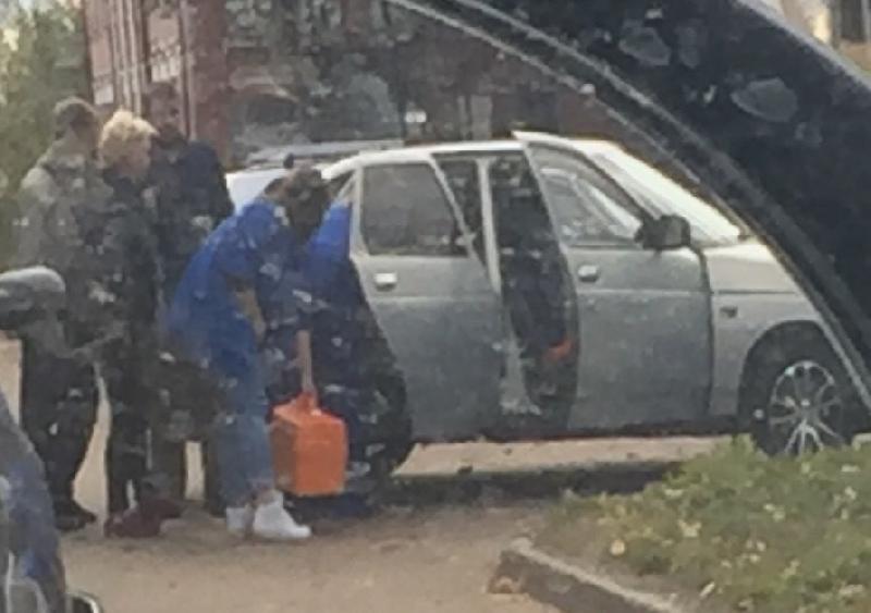 В Смоленской области мужчина прыгнул под машину