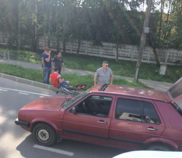 В Смоленске водитель иномарки сбил велосипедиста