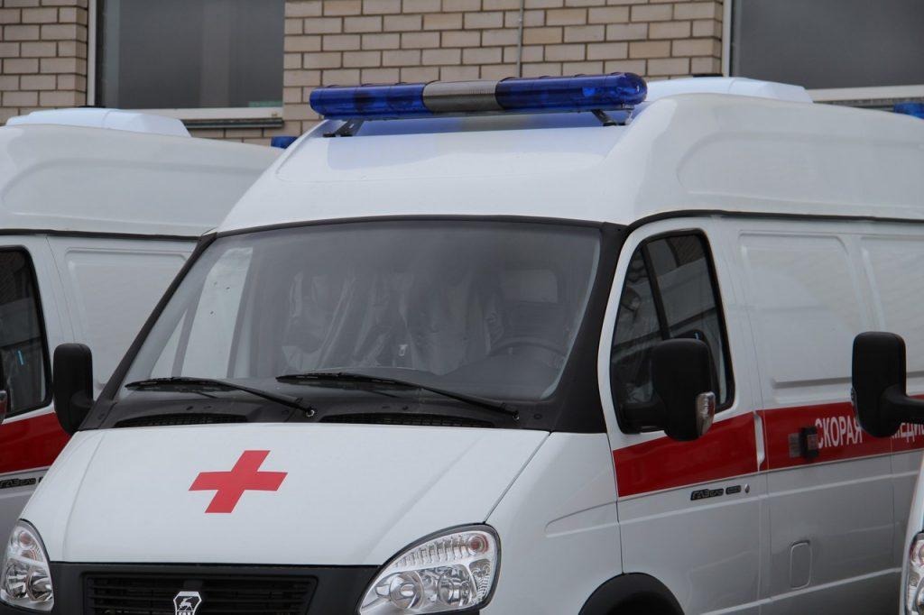 Под Смоленском в аварии с перевернувшейся «Нивой» пострадали два человека