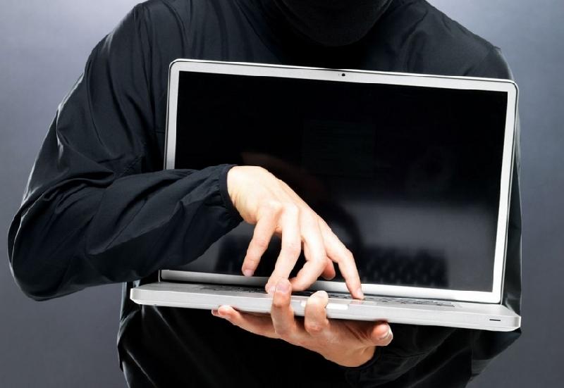 У смолянина в аптеке украли два ноутбука и телефон