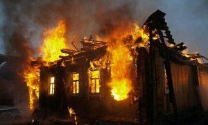 Тело женщины нашли в сгоревшем доме в Смоленской области