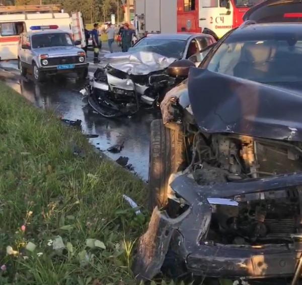 В Смоленске ищут свидетелей массовой аварии, в которой пострадала девочка