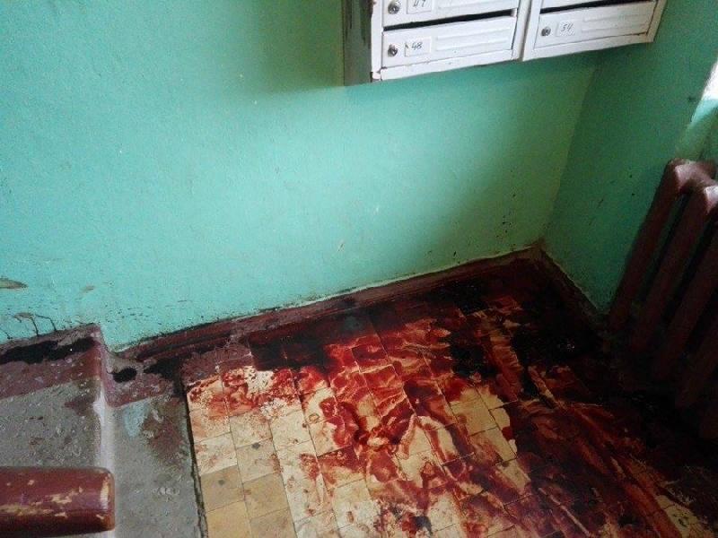 В Смоленске в подъезде дома обнаружили труп мужчины