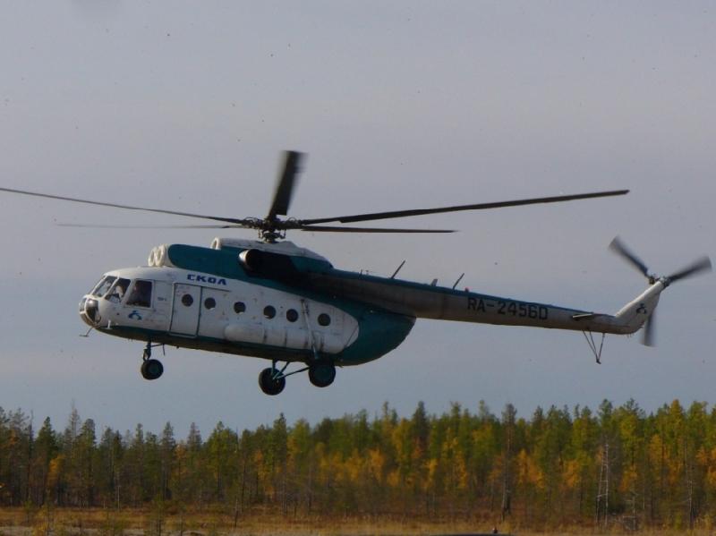 Один человек погиб и трое пострадали при крушении вертолета под Тверью, летевшего из Смоленской области