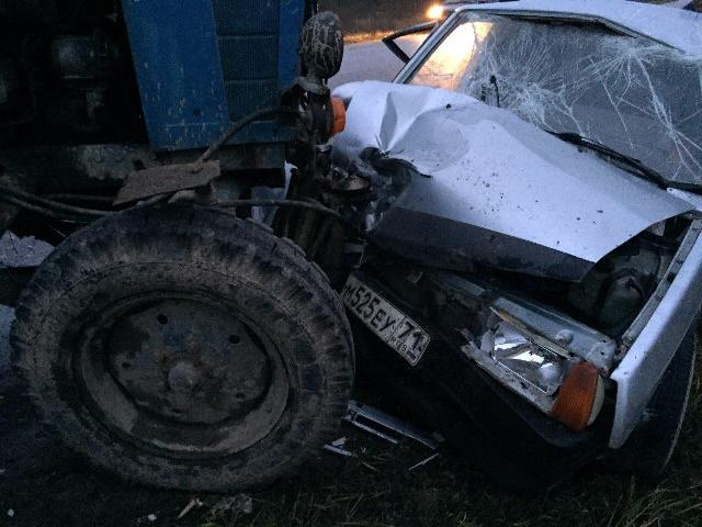В Смоленской области три человека пострадали в ДТП с участием легковушки и трактора