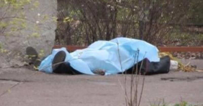 В райцентре Смоленской области нашли труп мужчины
