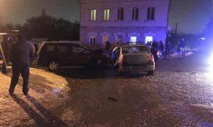«Подростка и двух взрослых увезли на скорой». В райцентре Смоленской области в ДТП попали три авто