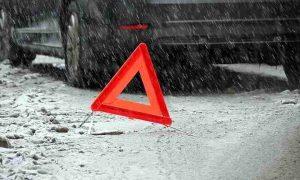 В Смоленске иномарка врезалась в торговый центр: пострадала девушка