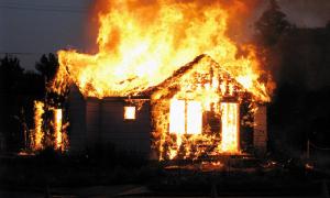 Тело женщины обнаружили в сгоревшем доме в Смоленской области