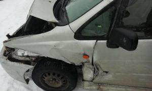 В Смоленской области водитель иномарки врезался в «Камаз» и сбил двух человек