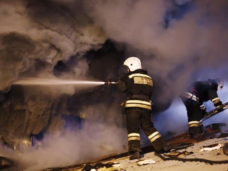 Три человека пострадали при пожаре в смоленском поселке