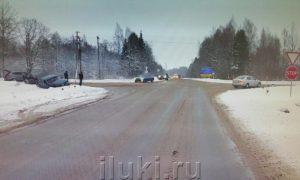 Смоляне пострадали в ДТП в Псковской области