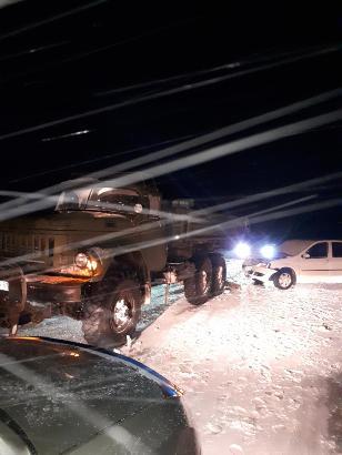 В Смоленском районе иномарка протаранила стоявший на обочине грузовик: пострадал человек