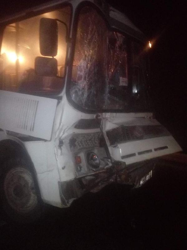 Девушка и молодой человек пострадали в аварии с участием рейсового автобуса в Смоленской области
