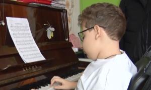 Смоленскому мальчику нужна помощь, чтобы остановить прогрессирующую болезнь
