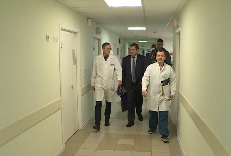 Губернатор Смоленской области навестил в больнице детей, пострадавших в ДТП с автобусом
