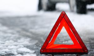 В Смоленске во дворе женщина попала под колеса фургона