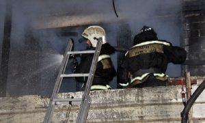 «Его передали медикам». В Смоленской области из горящей квартиры спасли мужчину